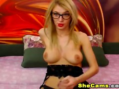 Shemale Babe So Horny On Webcam