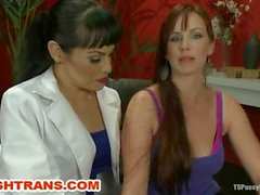Ts foxy seduces the curvy sexy Bella Rossi