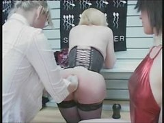 shemale anal fisting - Maitresse Roxanne (5)
