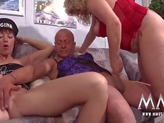 Crossdresser in lingerie fucks a curvy mature babe