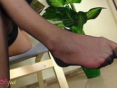 Irene Aoki masturbates showing her feet in Fully fashioned