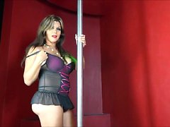 She-beauty strips and masturbates to orgasm.