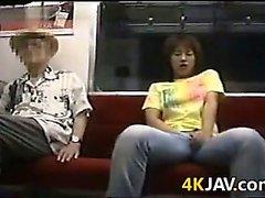 девушки дрочат друг друга в общественном месте