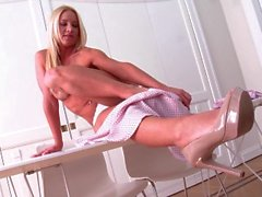 Katalin Sapkin sexy blonde fingers herself