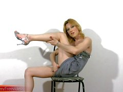 Blonde tranny with pretty boobs does hardcore masturbation