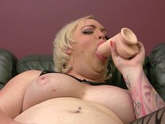 Michelle Austin uses the Wendy Williams Dildo