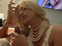 Handsome stranger brings Glamgurlxoxo to orgasm